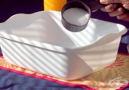 Правете вани от епсомова сол и чаено дърво срещу уморени крака - изображение