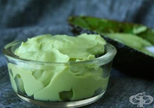 Предотвратете електризирането на косата с маска от авокадо и майонеза - изображение