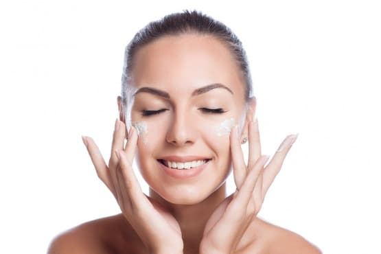 Използвайте 5 етерични масла за акне, пъпки и проблемна кожа - изображение