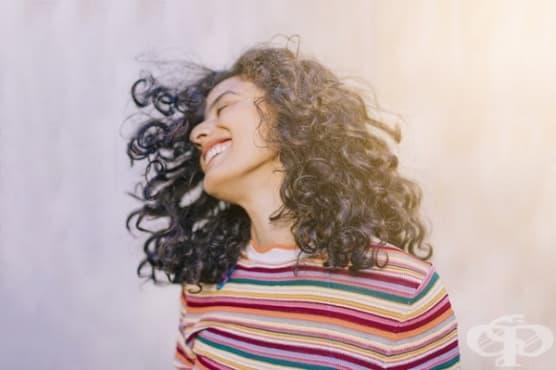 Забавете побеляването на косата с 4 природни средства - изображение