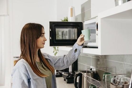 Почистете микровълновата печка с оцет, вместо с препарати - изображение