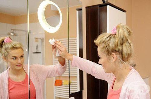 4 съвета за почистване на огледалото без препарати - изображение