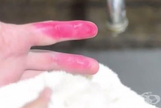 Премахнете петната от боя за яйца със сода и оцет - изображение