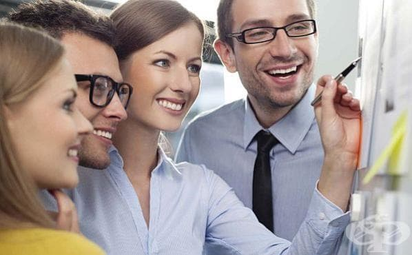 Бъдете усмихнати и старателни в работата, за да спечелите симпатиите на колегите - изображение