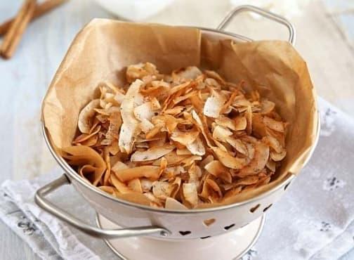 Направете си здравословен и ухаещ на вкусно чипс от кокос и подправки - изображение