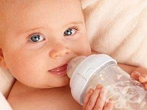 Давайте на бебето неподсладен чай от анасон при колики и газове - изображение