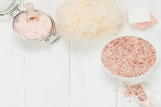 Подобрете кръвообращението на кожата си с домашен скраб от хималайска сол - изображение