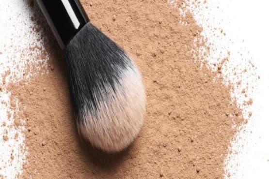 Направете си подхранваща кожата пудра от арарут, какао, индийско орехче и масло от здравец - изображение