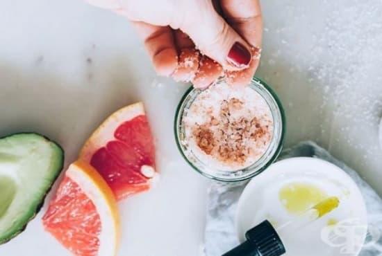 Направете си ексфолиант за кожата на лицето от грейпфрут, авокадо, захар и лавандула - изображение