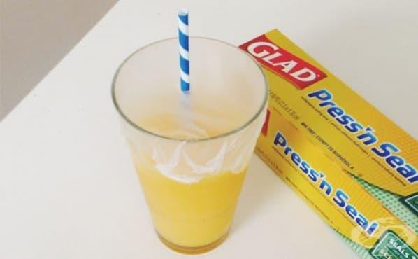 Предотвратете разливането на напитки по време на път със сламка и стреч фолио - изображение