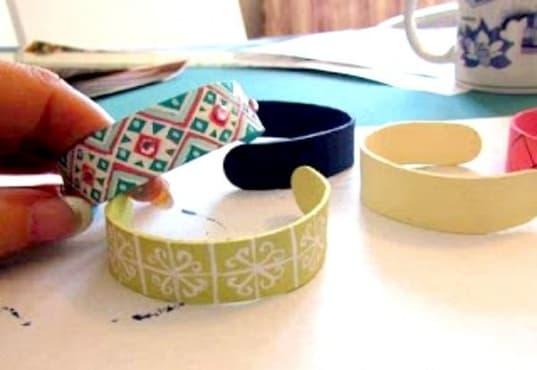 Направете си гривни или мартеници от сладоледени пръчки - изображение