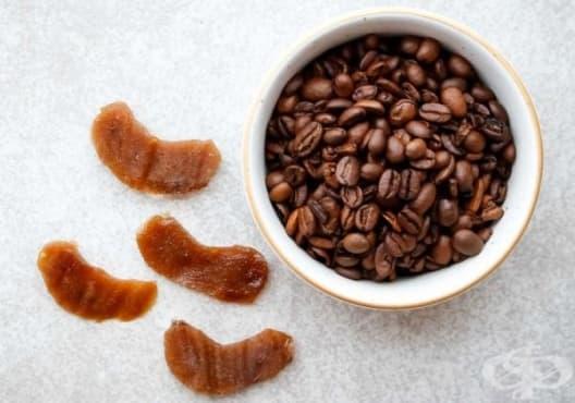 Използвайте подложки от кафе и желатин срещу подпухнали очи - изображение
