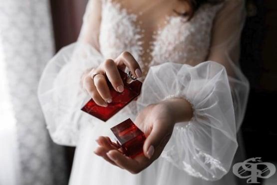 Как да си слагаме парфюм, за да бъде най-траен, без да нанася вреди - изображение