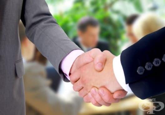 Какво разкрива ръкостискането за вашата личност - изображение