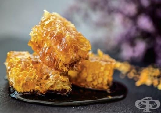Какво се случва, ако започнете да ядете мед преди лягане - изображение