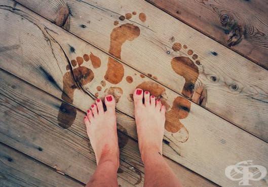 Киснете краката си в гореща вода със сол против гъбички по ноктите - изображение