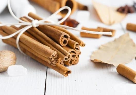 Консумирайте чай от канела и дафинов лист срещу подуване и газове - изображение