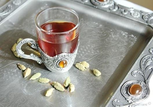 Консумирайте чай от кардамон срещу подуване и газове - изображение
