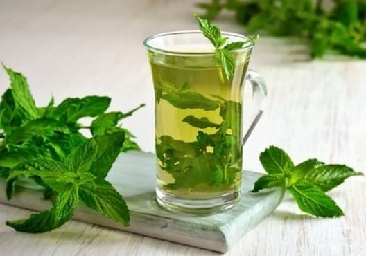 Консумирайте чай от мента срещу поликистозни яйчници - изображение