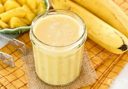 Консумирайте напитка от ананас, банан и бадемово мляко против запек - изображение