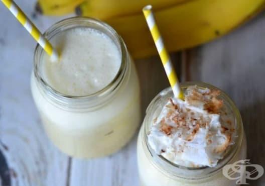 Консумирайте напитка от кокос и банан срещу сухо и раздразнено гърло - изображение