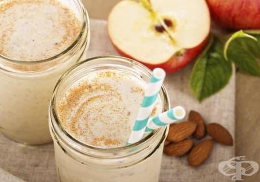 Консумирайте напитка от ябълка, банан и бадеми против задържане на течности в организма - изображение