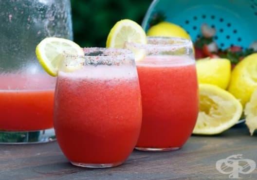Консумирайте напитка от ягоди, лимон и джинджифил против разширени вени - изображение