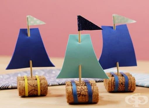 Зарадвайте детето с оригинална платноходка от коркови тапи   - изображение