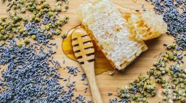 Направете си ароматизиран мед с ухание на лайка и лавандула - изображение