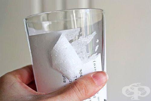 Лепкавите следи от етикети може да изчистите с олио - изображение