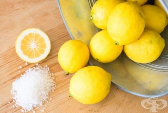 При ужилване от медуза използвате лимонов сок и сол  - изображение
