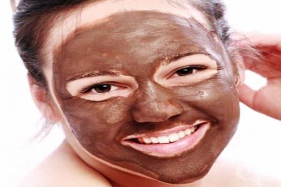 Омекотете кожата на лицето си и й придайте блясък с маска от какао, кисело мляко, мед и банан - изображение