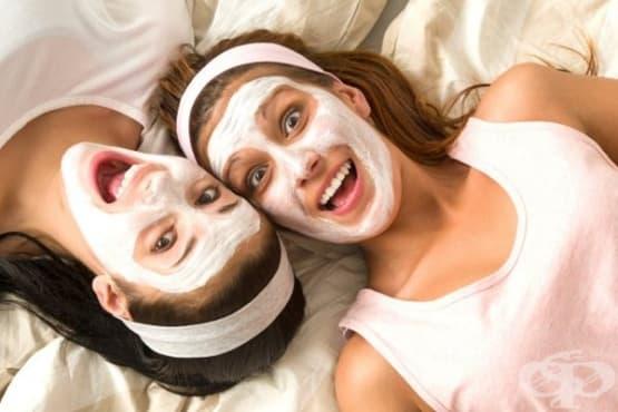 Направете си успокояваща маска за лице с овесено брашно, мед и кисело мляко - изображение