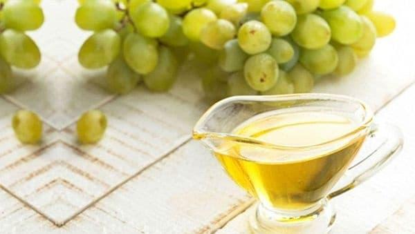 Направете си подмладяваща маска за лице от грозде, мед и глицерин - изображение