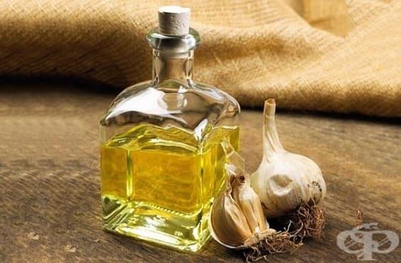 Облекчете възпаление на пъпа с масло от чесън - изображение