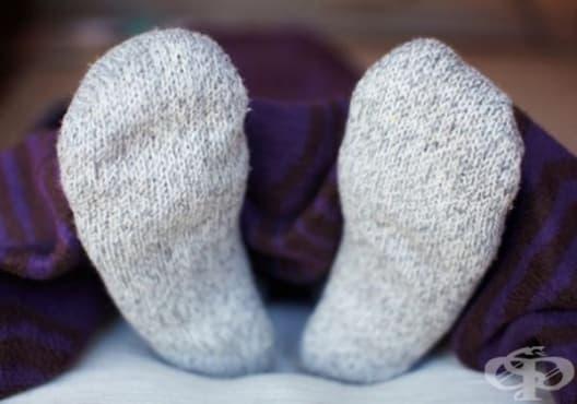 Свалете високата температура със студени чорапи - изображение