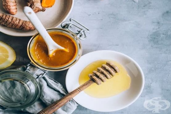 Стимулирайте имунната си система чрез напитка от куркума, мед, черен пипер и лимонов сок - изображение