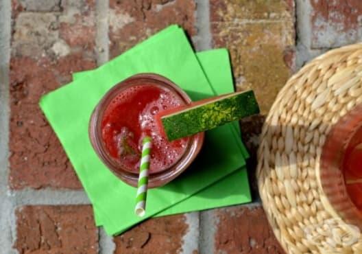 Направете си детоксикираща напитка от диня и розмарин - изображение