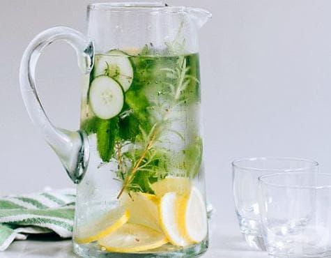 Направете си специална вода за плосък корем без подуване - изображение