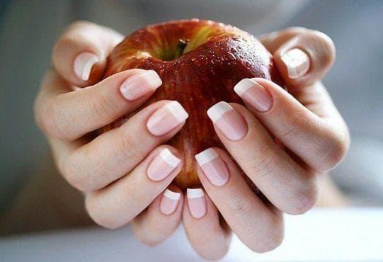 Направете ноктите си здрави и твърди с домашен мехлем за чупливи нокти - изображение