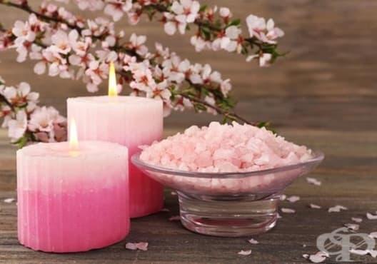Направете си ароматни соли за вана от рози и етерични масла - изображение