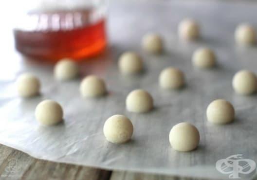 Направете си бонбони против кашлица от мед, кокос, джинджифил и хлъзгав бряст - изображение