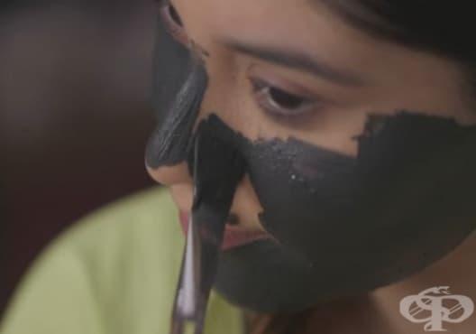 Направете си детоксикираща маска от активен въглен, бентонитова глина и чаено дърво - изображение