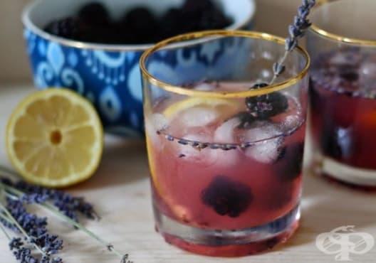 Направете си детоксикираща напитка от къпини и лавандула - изображение
