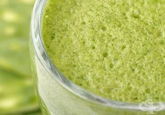Направете си детоксикираща напитка от лимон, морков и спанак - изображение