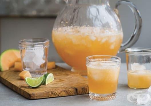Направете си детоксикираща напитка от морков, пъпеш и лимон - изображение