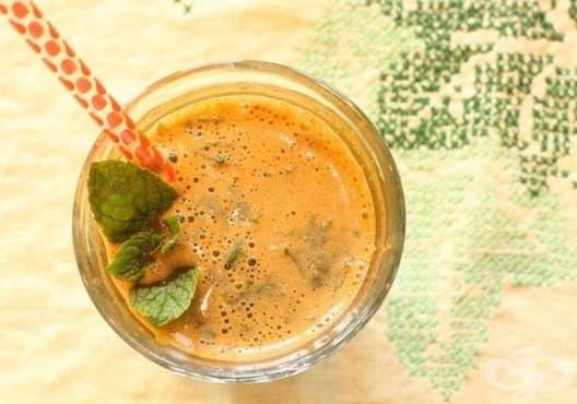 Направете си детоксикираща напитка от краставица и моркови - изображение