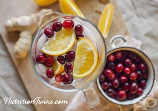 Направете си детоксикираща вода от червени боровинки, портокал и джинджифил - изображение