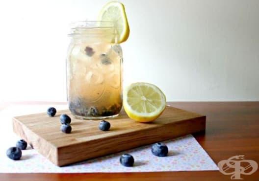 Направете си детоксикираща вода от боровинки и лимон - изображение