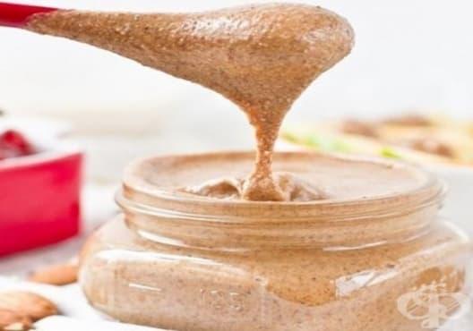 Направете си ексфолиант за чувствителна кожа от лайка, бадеми и лавандула - изображение